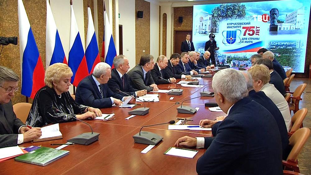 Владимир Путин на заседании в Курчатовском институте