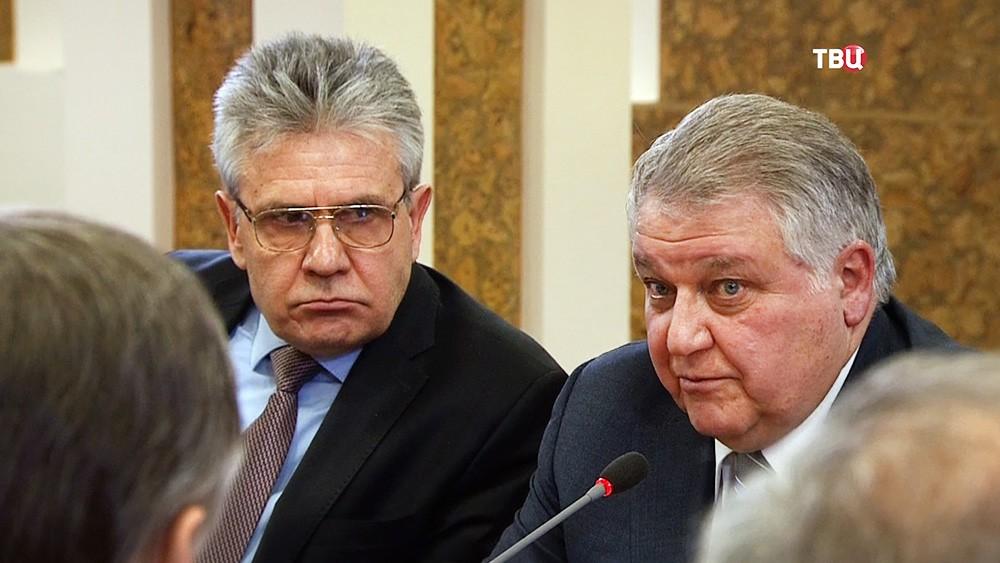 Глава Курчатовского института Михаил Ковальчук и глава РАН Александр Сергеев