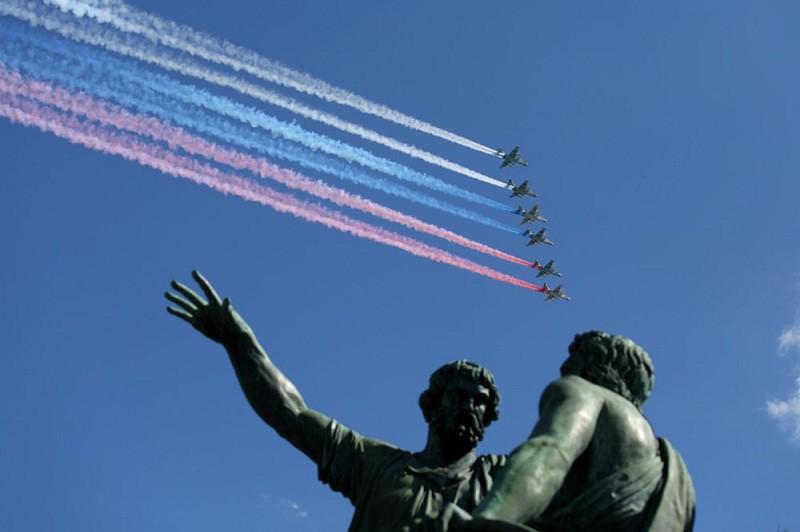 Пролет авиации во время репетиции воздушной части парада Победы