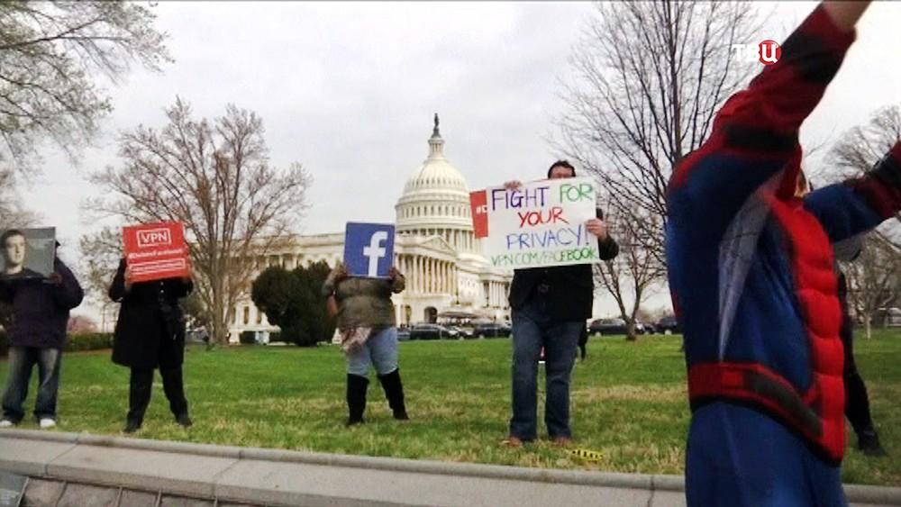 Митинг пользователей Facebook на фоне здания Конгресса США