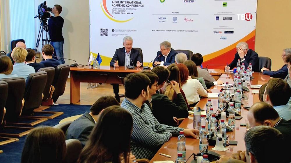 Сергей Собянин на Апрельской международной научной конференции по проблемам развития экономики и общества
