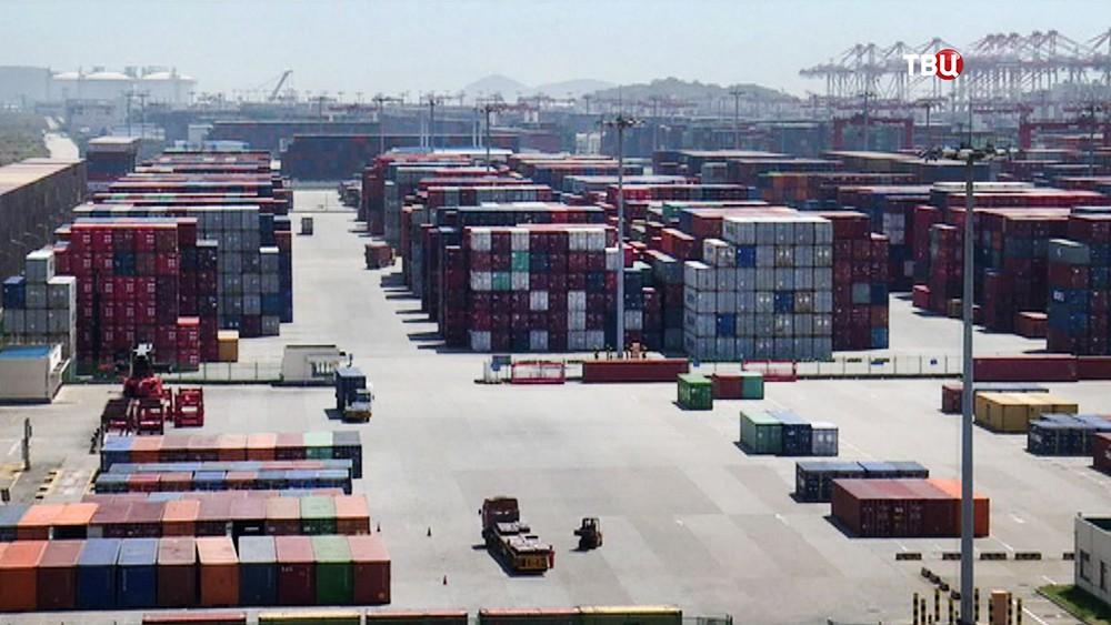 Контейнеры в порту КНР