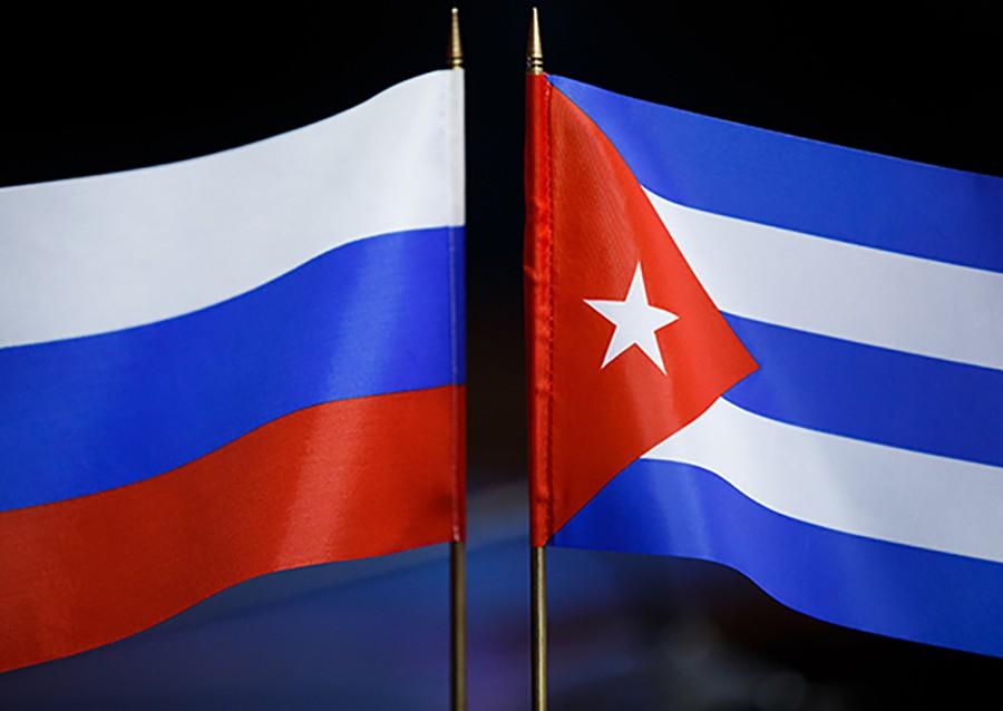 Флаг России и Кубы