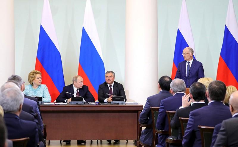 Владимир Путин на встрече с членами Совета законодателей при Федеральном Собрании