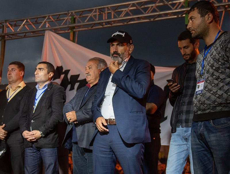 Никол Пашинян во время митинга на площади Республики в Ереване