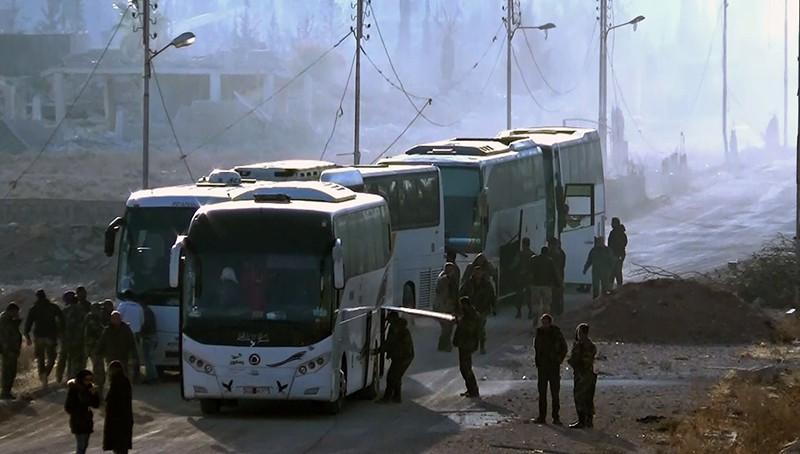 Вывоз боевиков и членов их семей из пригорода Дамаска