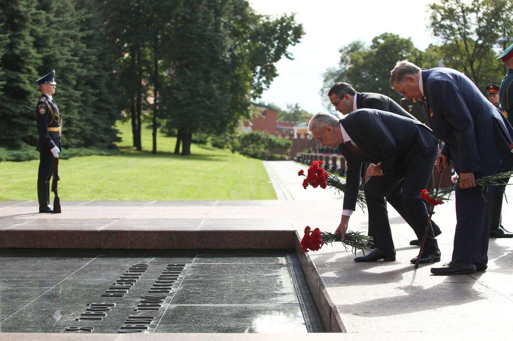 Мэр Москвы Сергей Собянин на церемонии возложения цветов и венков к Могиле Неизвестного солдата