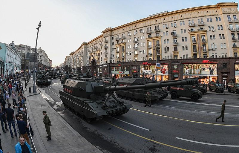 Военная техника во время прохода по Тверской улице