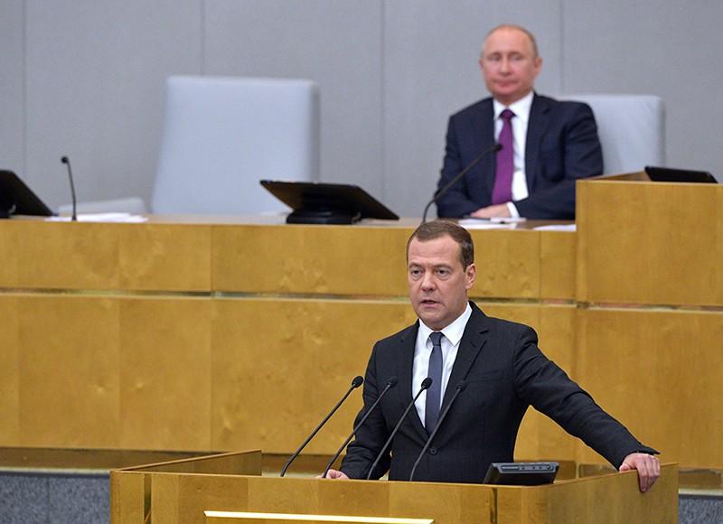 Владимир Путин и Дмитрий Медведев во время пленарного заседания Государственной Думы