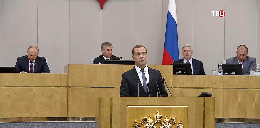 Дмитрий Медведев во время пленарного заседания Государственной Думы