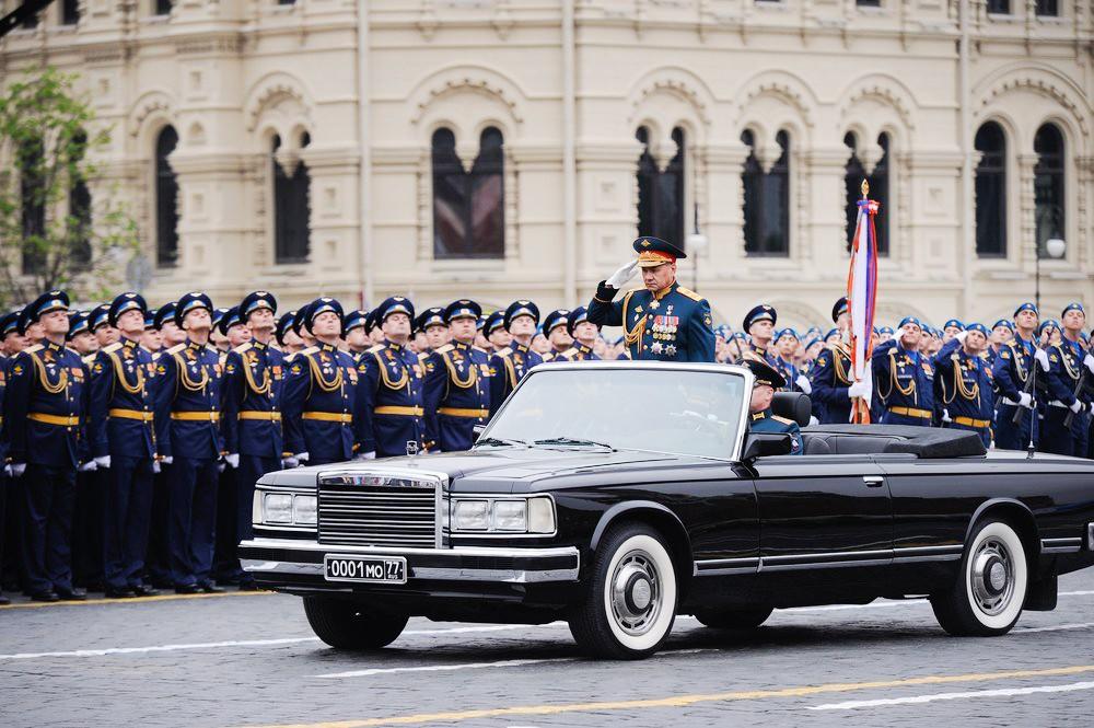 Министр обороны России Сергей Шойгу принимает Парад Победы на Красной площади