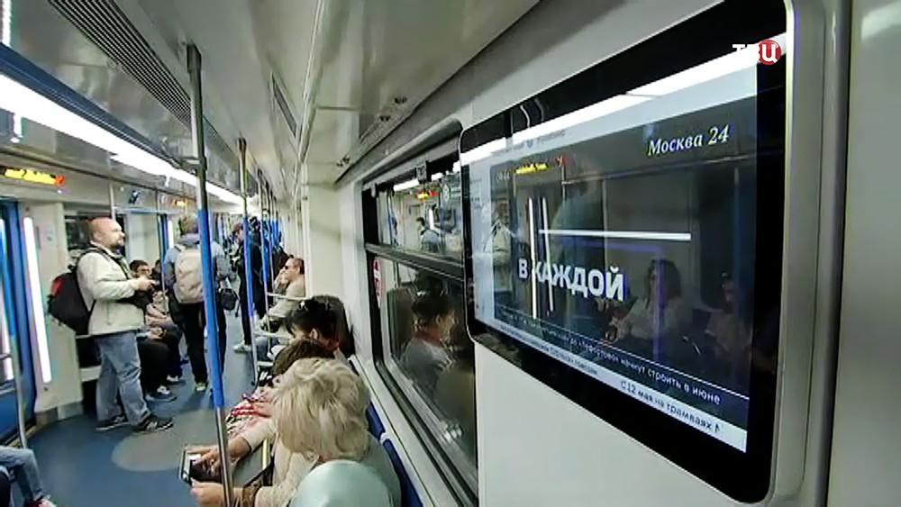 Мониторы в вагонах метро