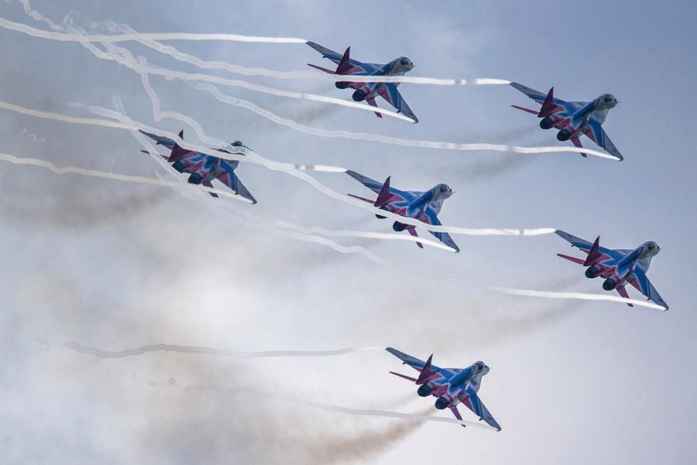 """Самолеты пилотажной группы """"Стрижи"""""""