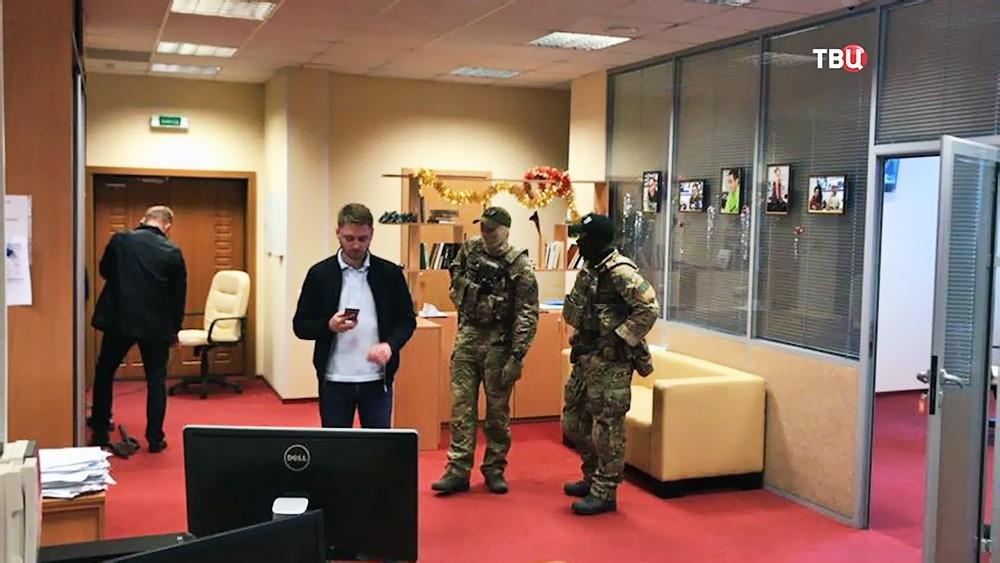 "Силовики СБУ в офисе агентства ""РИА Новости Украина"""