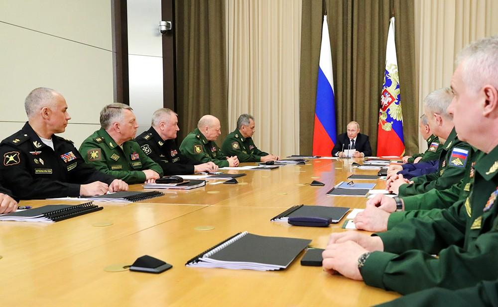 Владимир Путин на совещании с руководством Министерства обороны