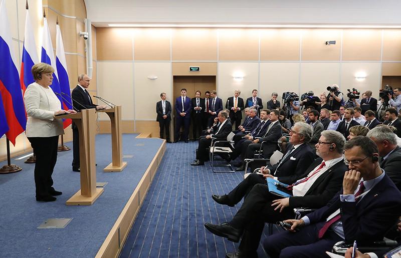 Президент России Владимир Путин и канцлер ФРГ Ангела Меркель во время пресс-конференции