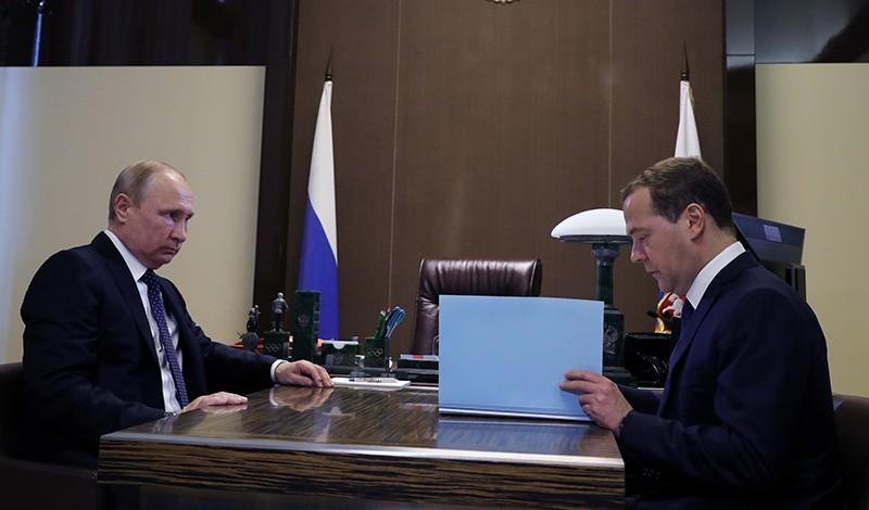 Президент России Владимир Путин и председатель правительства Дмитрий Медведев