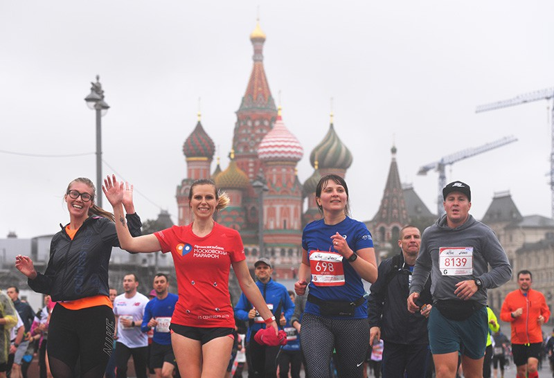Участники полумарафона в Москве
