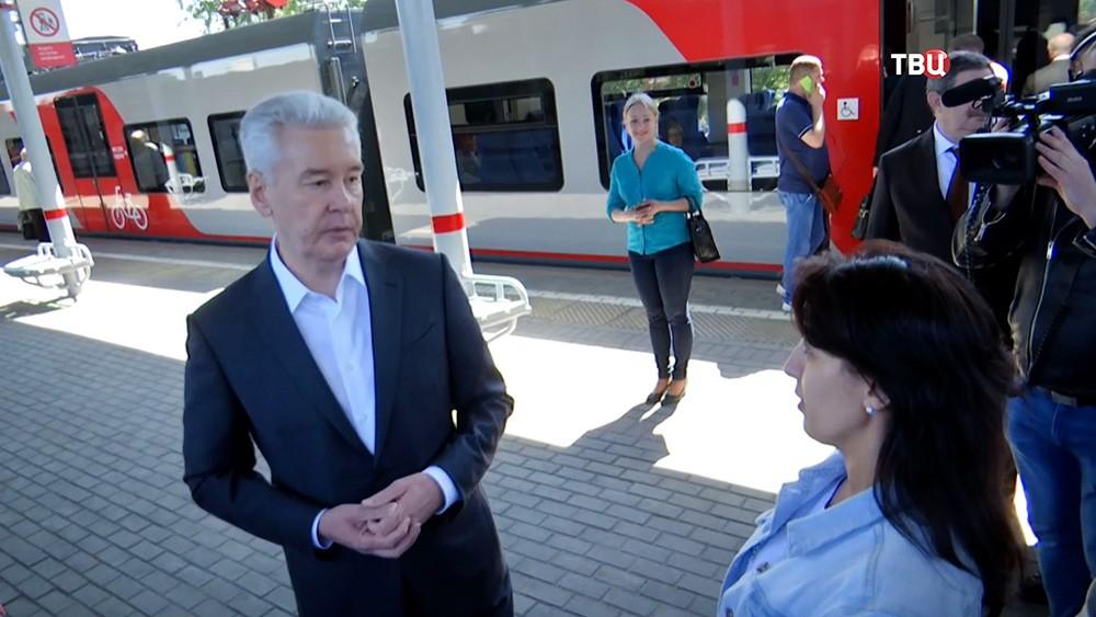 Сергей Собянин общается с пассажирами МЦК