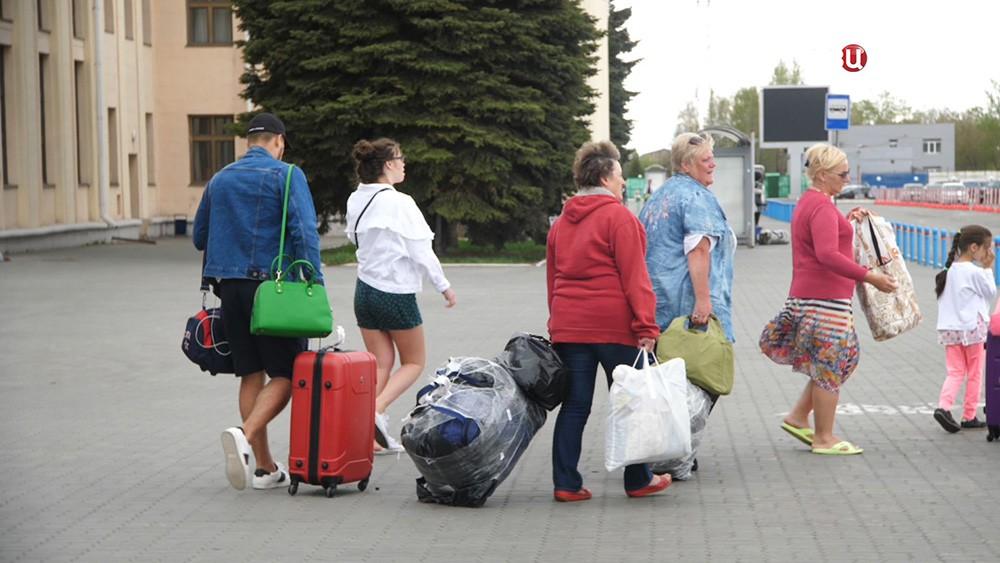Пассажиры с багажом