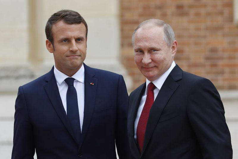 Владимир Путин и Эмманюэль Макрон