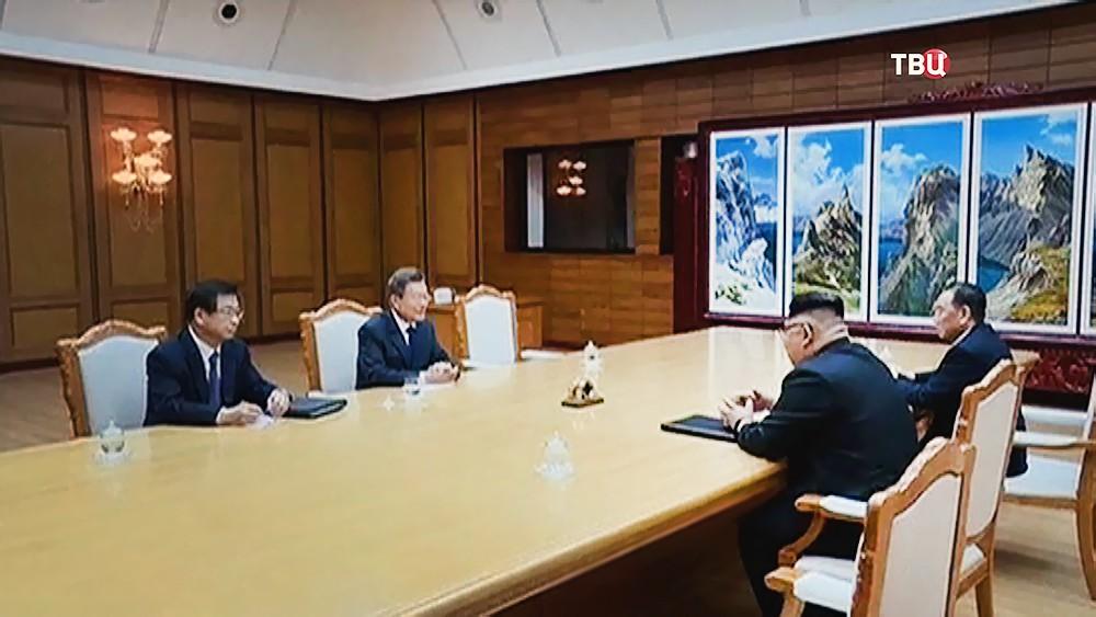 Ким Чен Ын и Мун Чже Ин