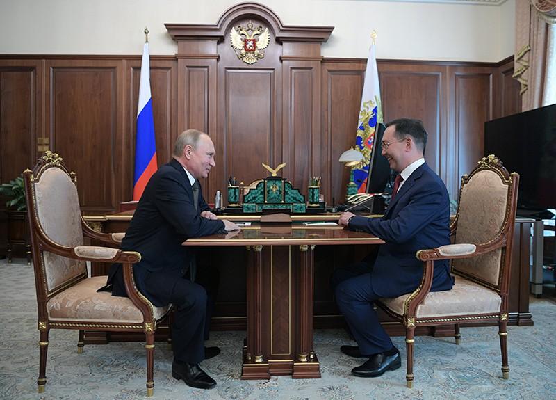 Владимир Путин и бывший глава города Якутска Айсен Николаев