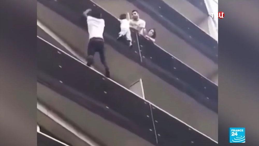 Спасение ребенка в Париже