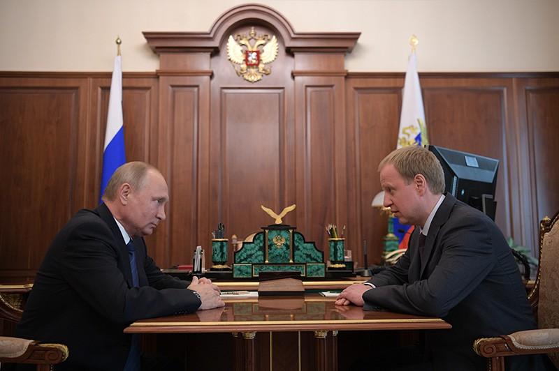 Владимир Путин и временно исполняющий обязанности губернатора Алтайского края Виктор Томенко