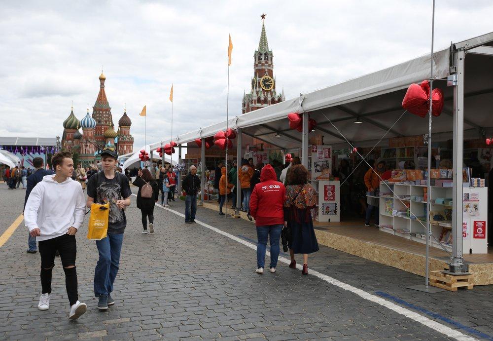 """Книжный фестиваль """"Красная площадь"""" в центре Москвы"""