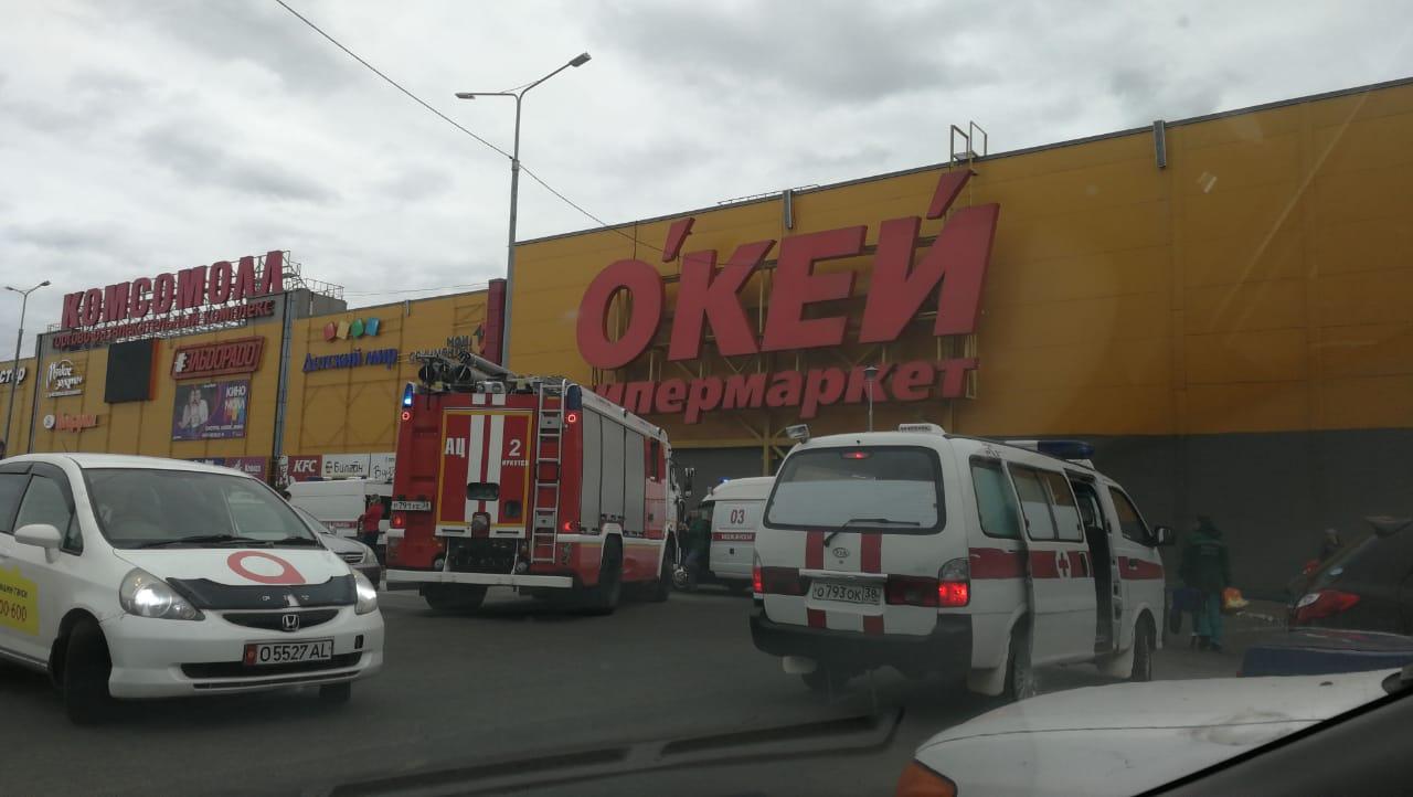 Пожарные и скорая помощь на месте происшествия в Иркутске