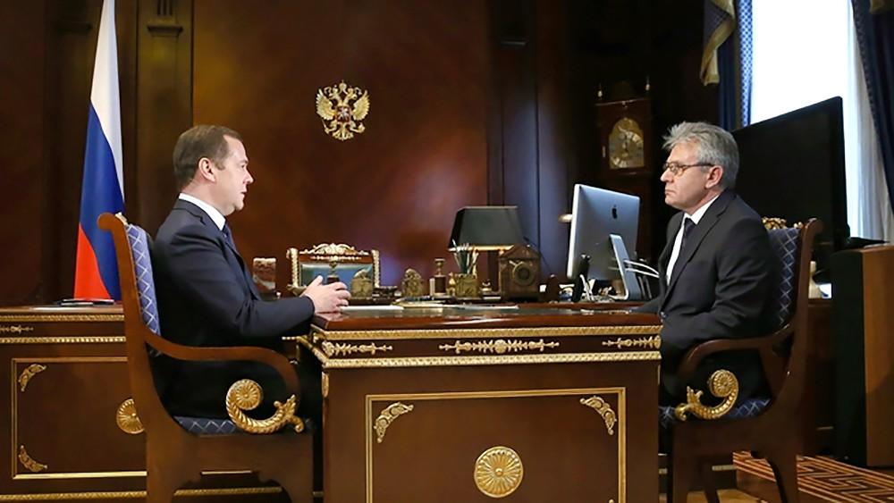 Дмитрий Медведев и глава РАН Александр Сергеев