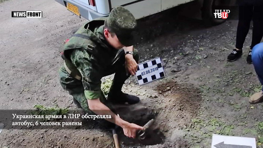 Последствия обстрела маршрутки в Донбассе