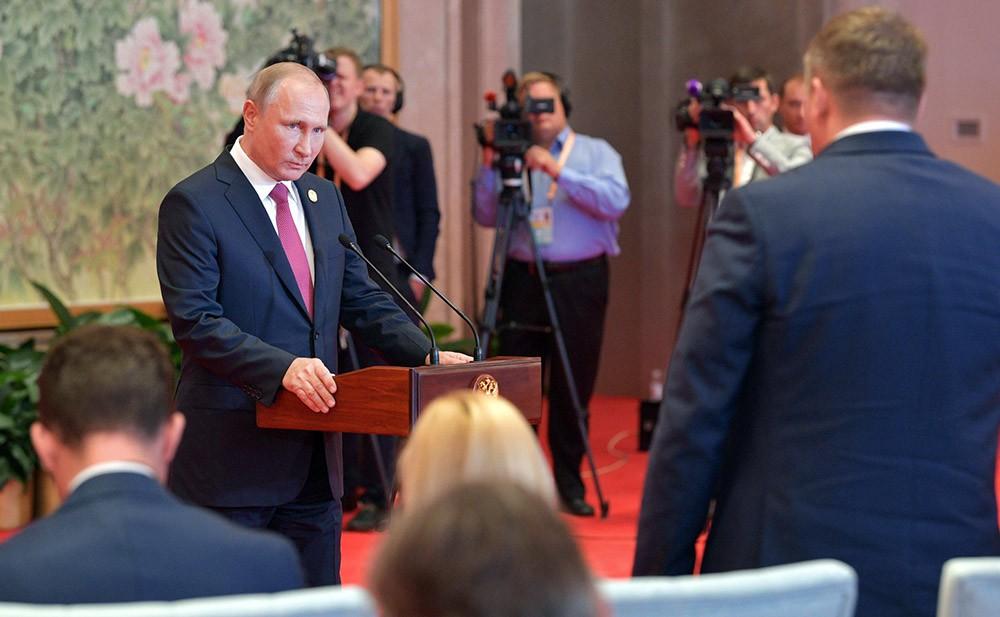 Владимир Путин ина пресс-конференции