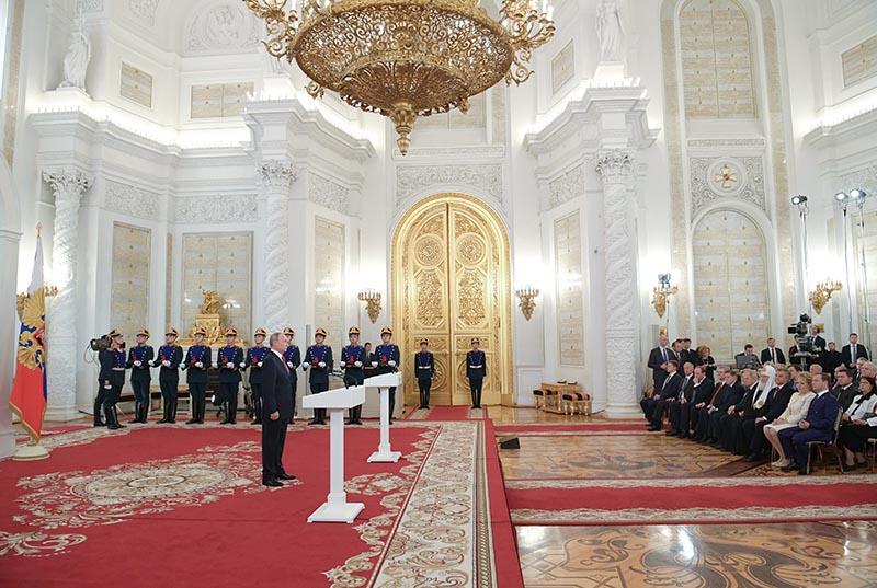 Владимир Путин выступает на церемонии вручения Государственных премий 2017 года