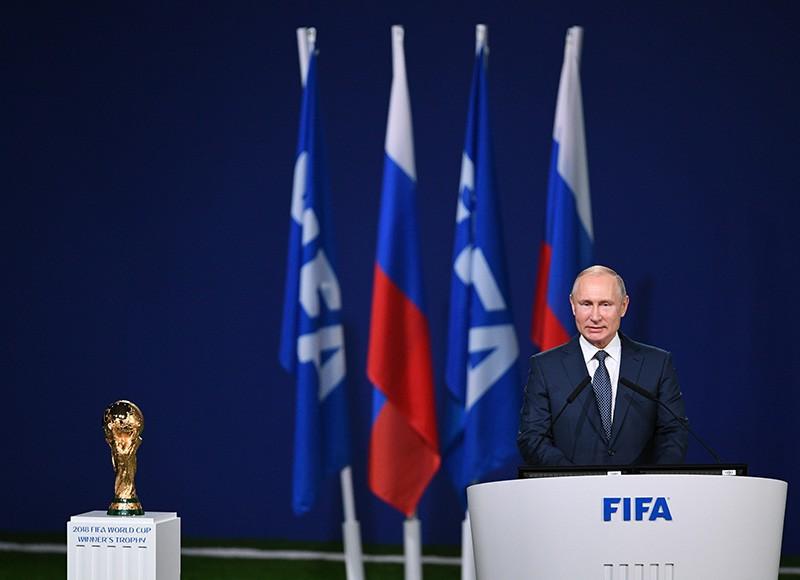 Владимир Путин выступает на заседании 68-го конгресса Международной федерации футбола (FIFA)