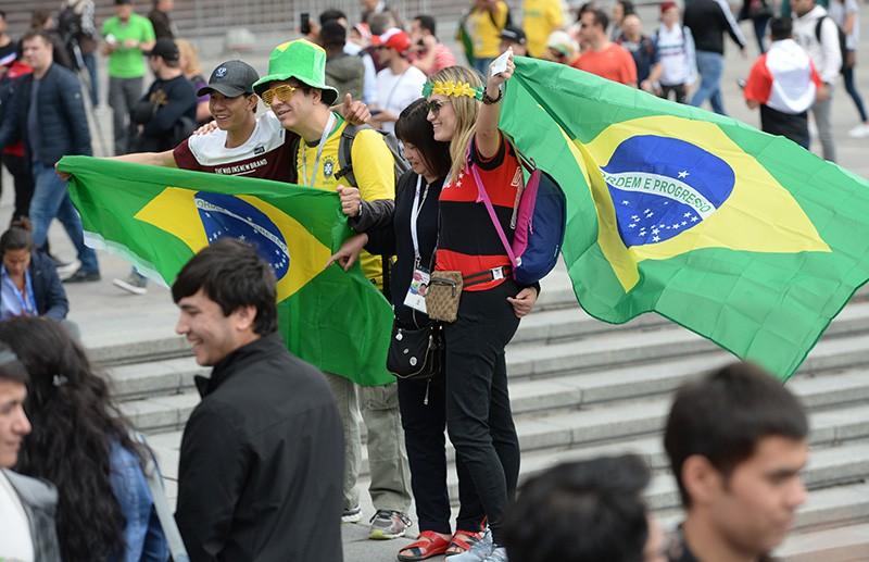 Болельщики сборной Бразилии на Манежной площади в Москве