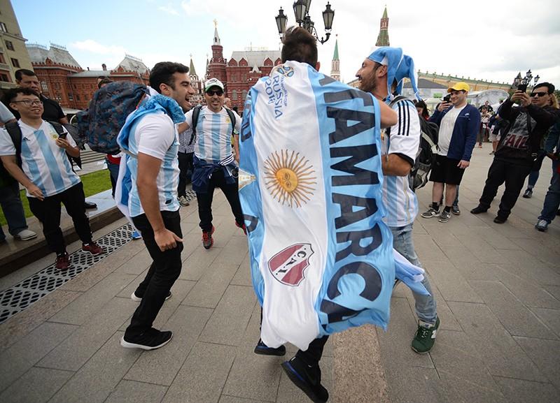 Болельщики сборной Аргентины на Манежной площади в Москве