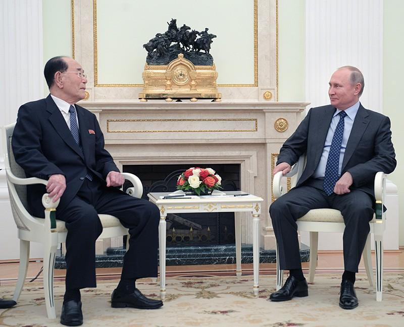 Президент России Владимир Путин и председатель президиума верховного народного собрания КНДР Ким Ен Нам