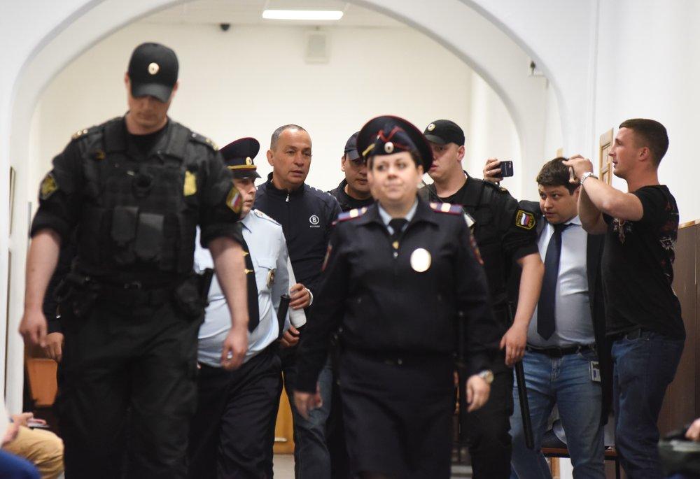Рассмотрение в Басманном суде ходатайства об аресте главы Серпуховского муниципального района Московской области Александра Шестуна