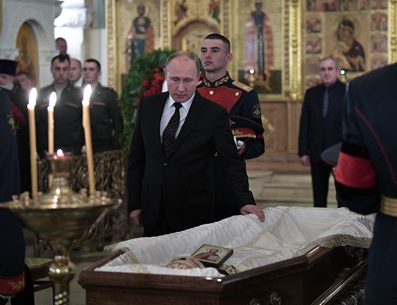 Владимир Путин на церемонии прощания с актером, кинорежиссером, сценаристом, продюсером, публицистом, политическим и общественным деятелем, председателем комитета Госдумы по культуре Станиславом Говорухиным