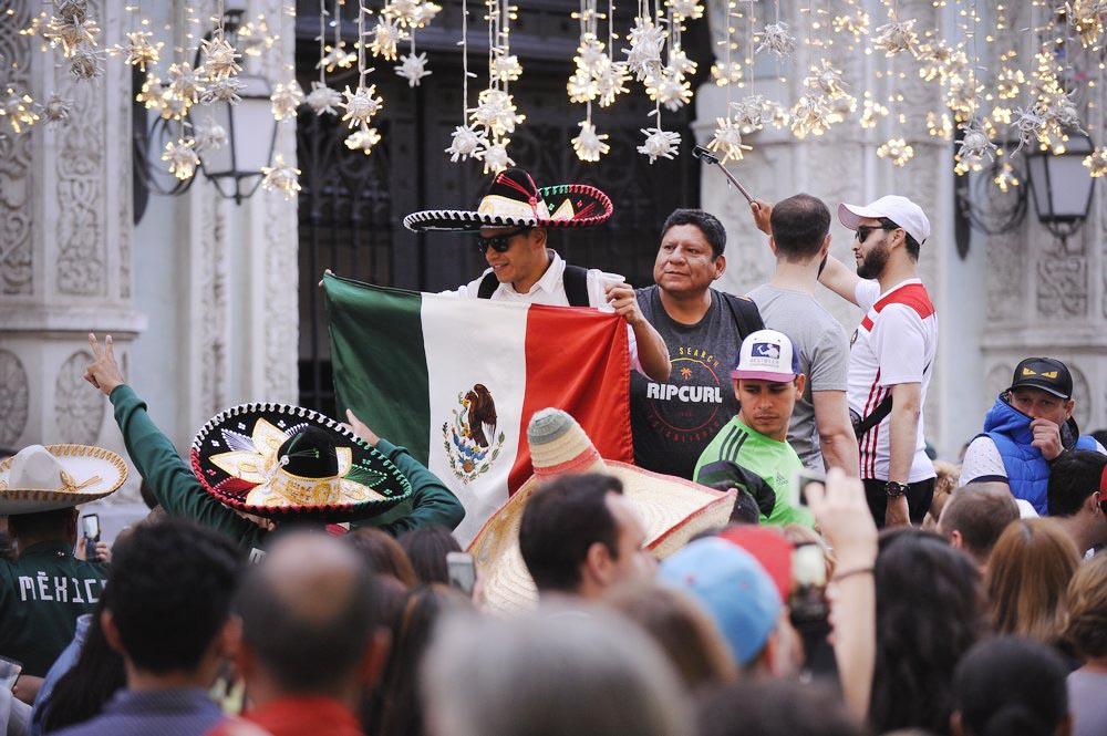 Болельщики Мексики в центре Москвы