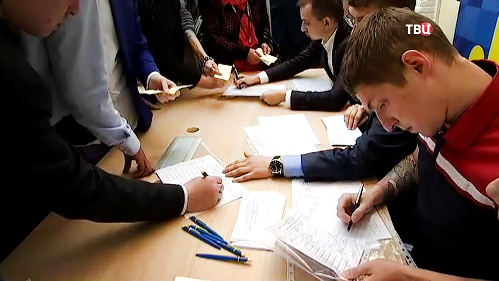 Сбор подписей в поддержку кандидатов на пост мэра