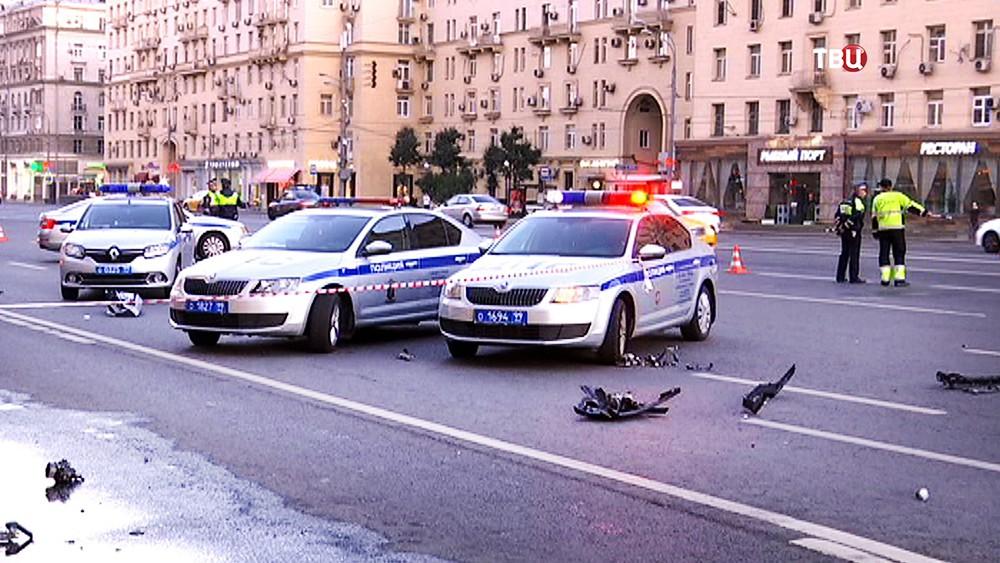 Инспекторы ДПС на месте ДТП на Кутузовском