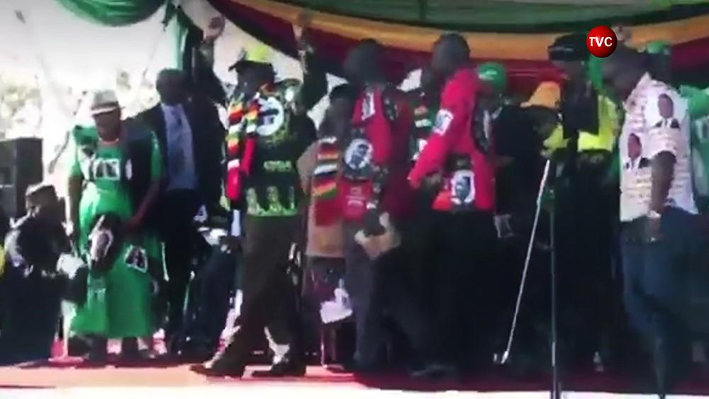 Президент Зимбабве Эммерсон Мнангагва перед покушением