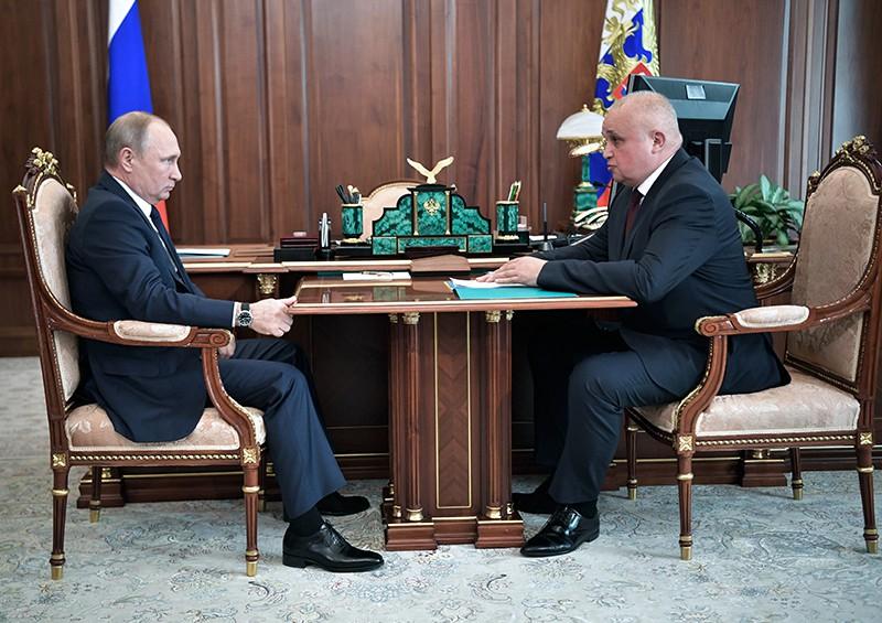 Владимир Путин и временно исполняющий обязанности губернатора Кемеровской области Сергей Цивилёв