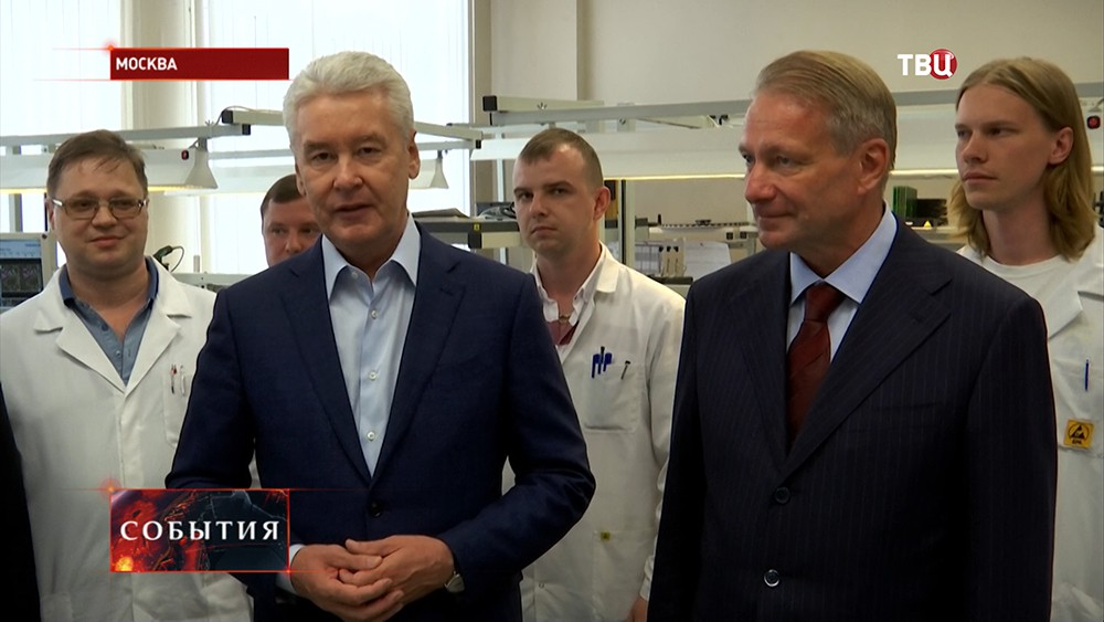 Сергей Собянин во время посещения ВНИИА имени Духова