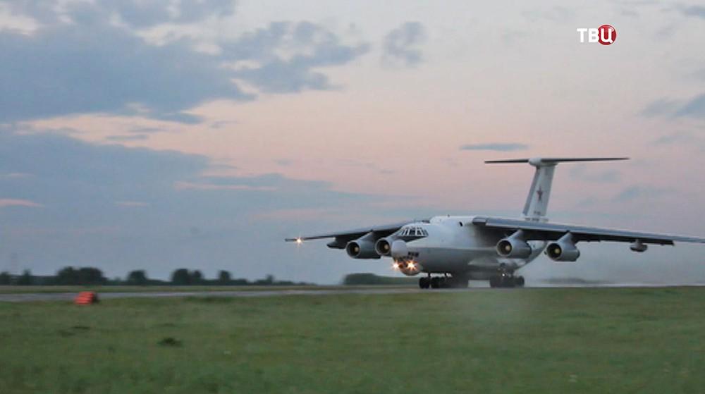 Самолет Су-24