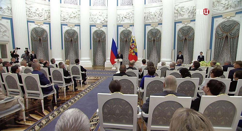 Владимир Путин вручает госнаграды в Кремле
