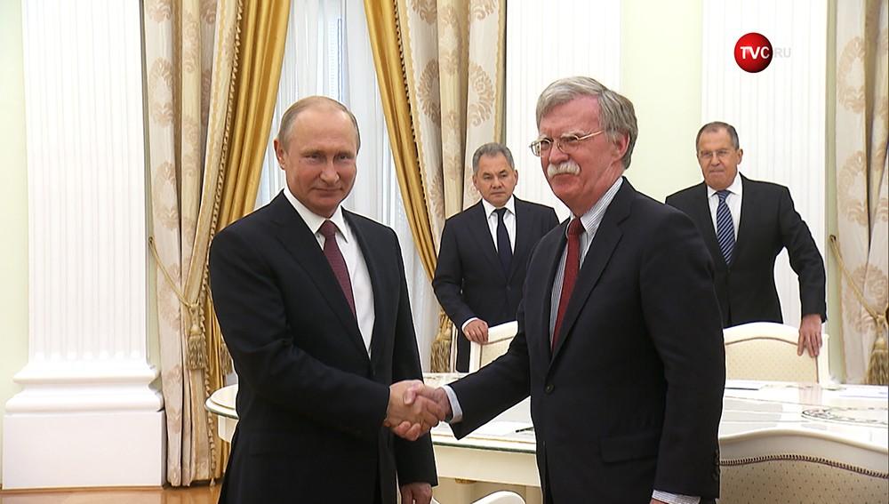 Владимир Путин и Джон Болтон во время встречи